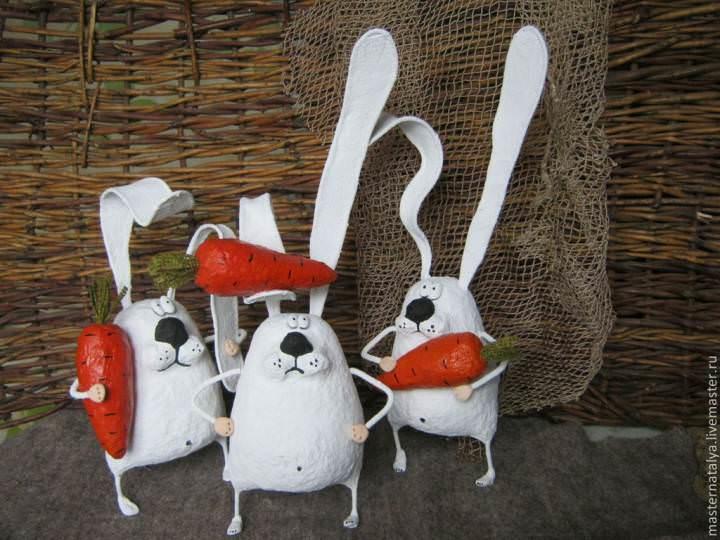 Забавные зайцы из папье-маше