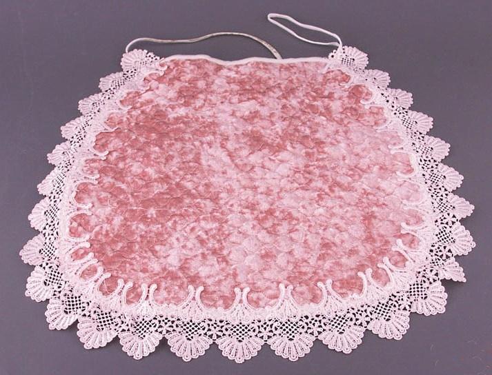 Накидки для стульев розового цвета с кружевой можно увидеть в кухне прованс, кантри и многих других