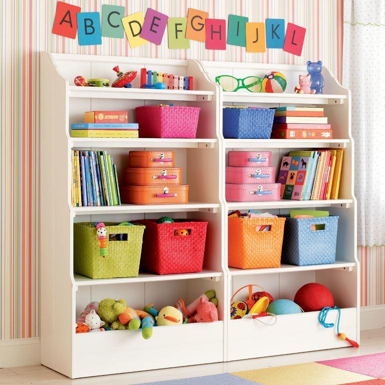 Отличным вариантом для хранения игрушек является стеллаж с открытыми полками