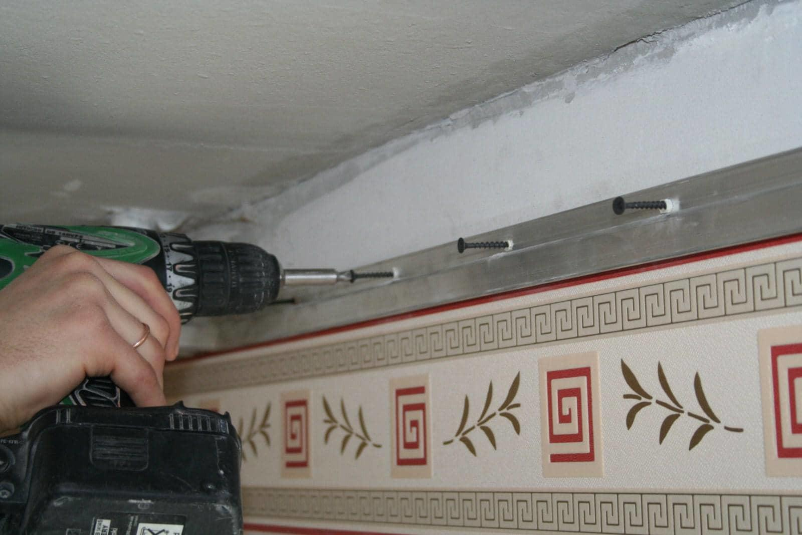Багеты для парящих потолков сделаны в виде алюминиевого профиля