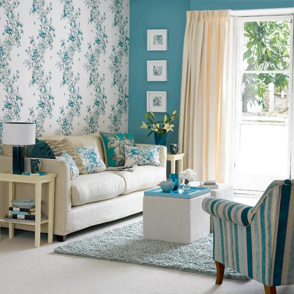 Комбинирование двух видов обоев в интерьере сделает комнату более динамичной, оригинальной и современной