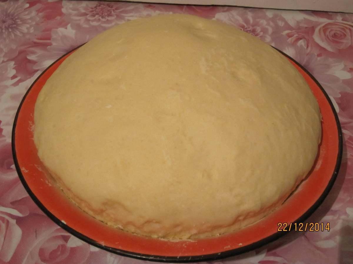 Приготовить дрожжевое тесто для пирожков очень быстро, главное — делать все по инструкции