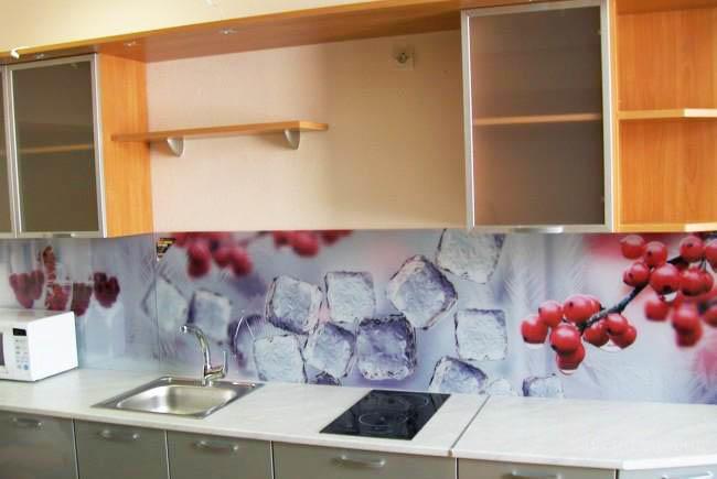 От рисунка на фартуке напрямую зависит атмосфера и восприятие дизайна кухни
