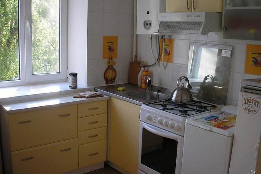При правильно спланированном дизайне, газовая колонка из недостатка кухни может обратиться в ее достоинство
