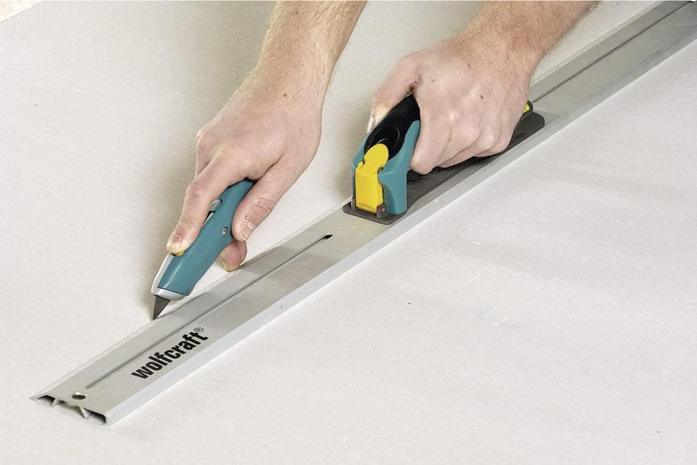 Для резки гипсокартона можно использовать строительный нож