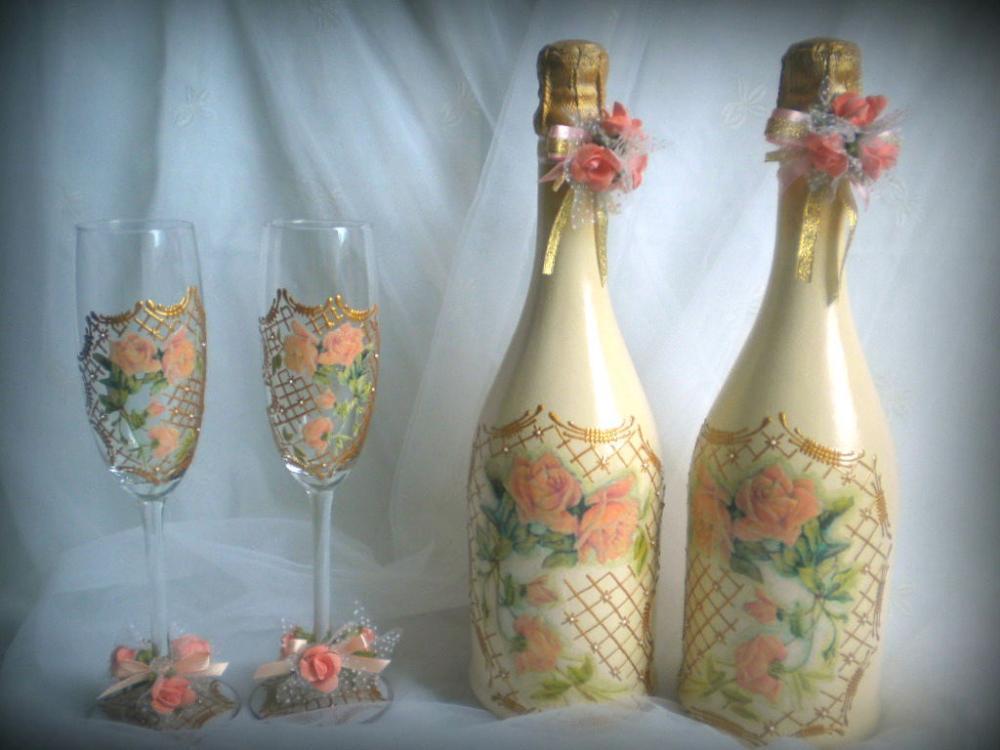 Невероятно красивые декупажные бокалы с легкостью украсят новогодний стол