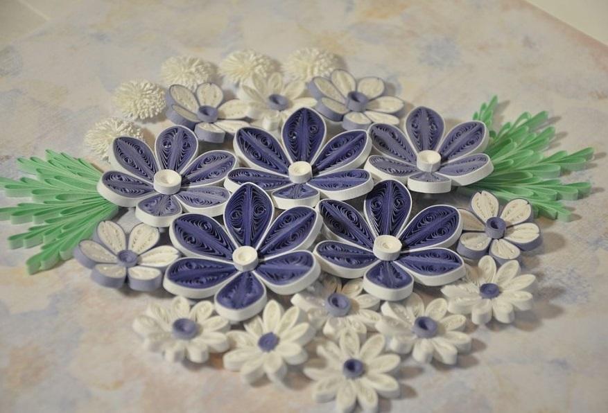 Для панно можно изготовить самые различные цветы, на личный вкус и цвет