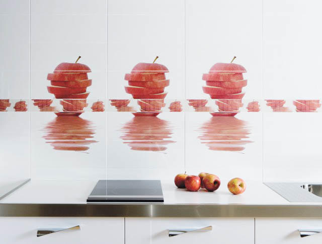 Обновив, к примеру, плитку на кухне, можно добиться абсолютного вида кухни