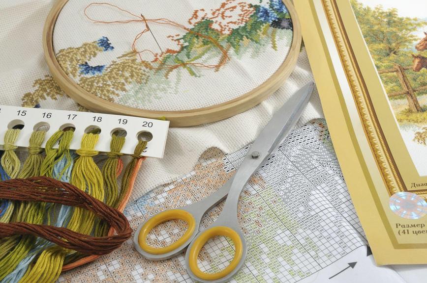 Прежде чем начать вышивать, необходимо подготовить инструменты и материалы
