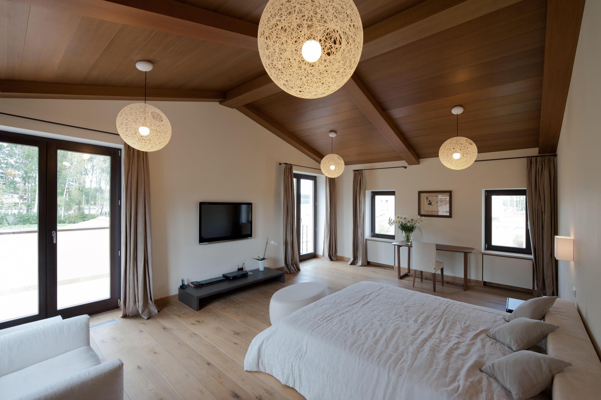 В частном доме спальня должна служить местом спокойствия