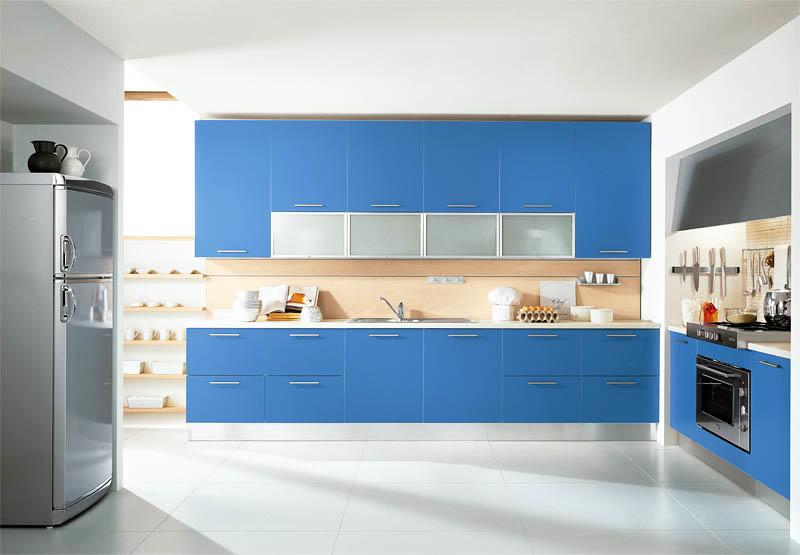 Нежно-голубая кухня, как правило, выглядит более дорого, нежели темно-синяя