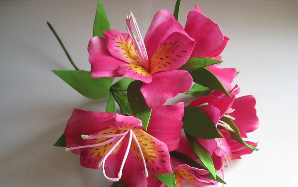 В начале работы обязательно нужно сделать выкройку жасмина, которая поможет изготовить красивый и аккуратный цветок