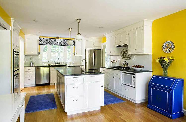 Такое сочетание на кухне, как синий и желтый - смелое решение, ведь оба цвета являются контрастами, имеющими противоположную энергетику