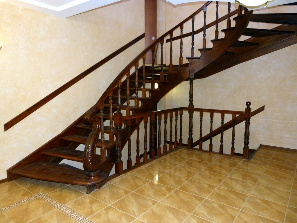 Лестницы с поворотом на 90 градусов являются достаточно экономичными