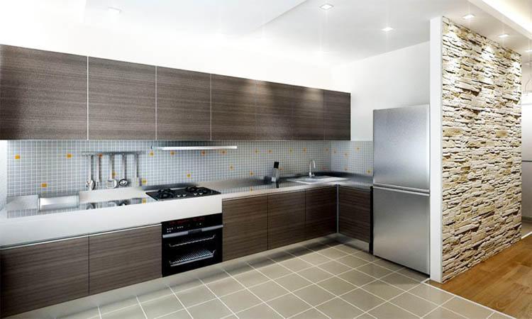Использование керамической плитки на полу на кухне - одно из лучших решений, ведь материал очень практичен и устойчив к загрязнениям