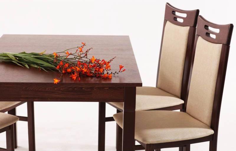 Кухонный стол из дерева, сделанный своими руками, подарит кухне чуточку уюта. А в кухне в стиле кантри подобный стол вообще будет необходимостью