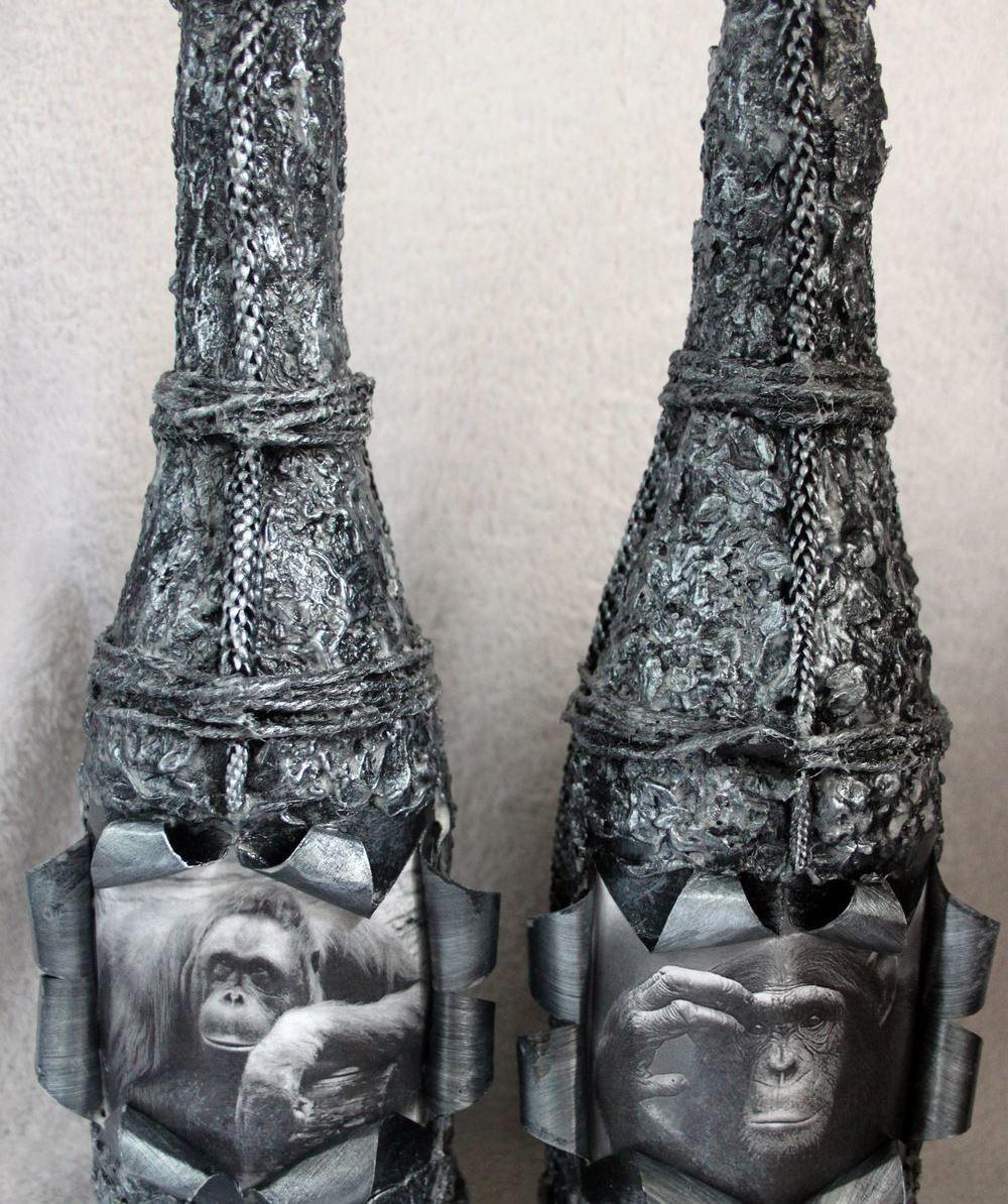 Достаточно необычно и оригинально будет смотреться декупажная бутылка шампанского с небольшим окошком