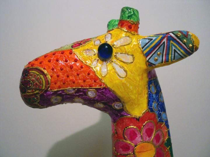 Из папье-маше можно сделать симпатичного жирафа