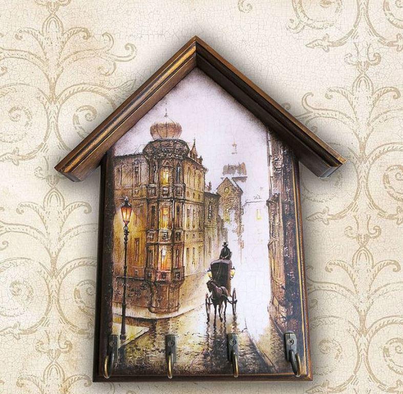 Для декупажа ключницы также подойдут красивые картинки с изображением городов