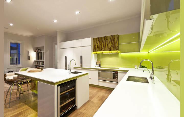 Сочетание таких цветов на кухне как белый и оливковый, на наш взгляд, - самое выигрышное