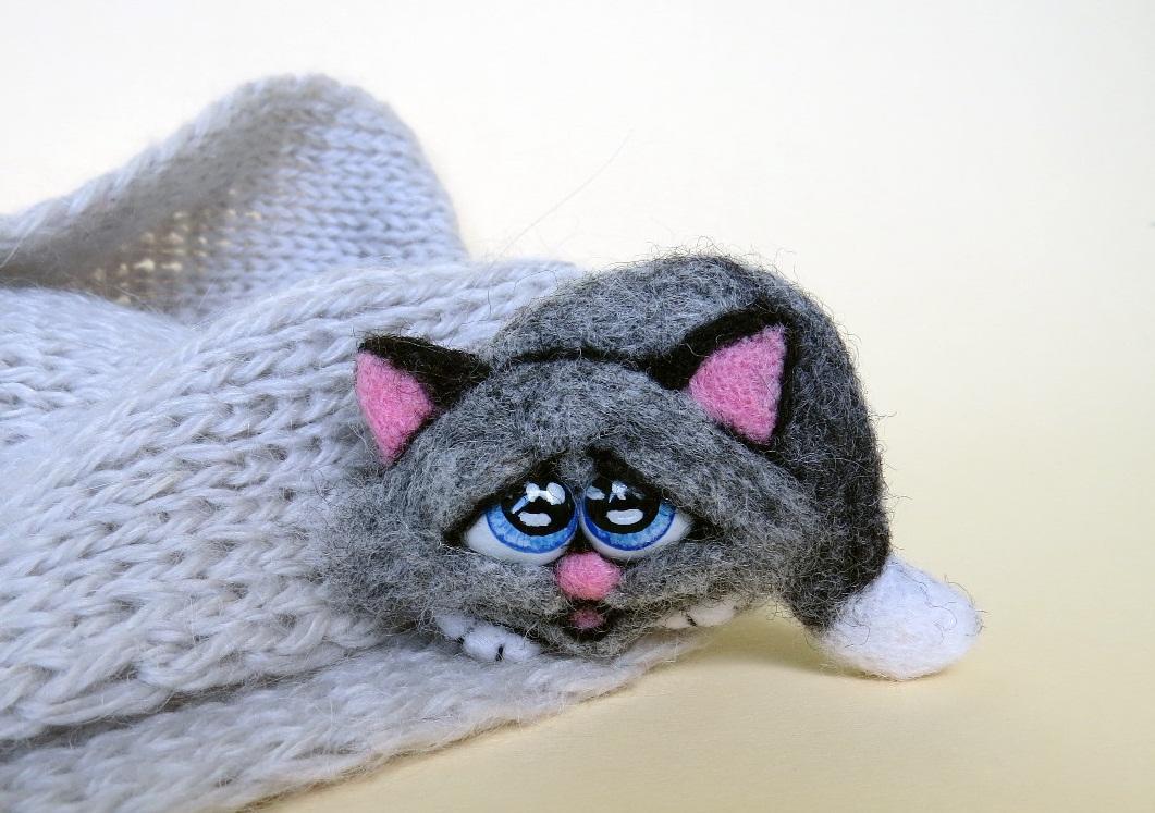 Чтобы котенок, изготовленный в технике валяния смотрелся оригинально, при его создании стоит применять шерсть разных оттенок