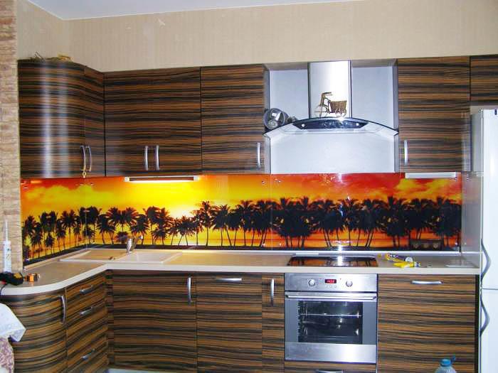 Подобный кухонный фартук идеально впишется в концепцию кухни в африканском стиле