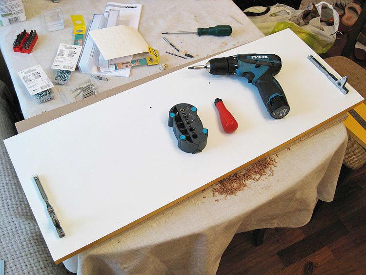Для замены фасадов кухни подойдет стандартный набор инструмента, который, как правило, есть в каждой доме