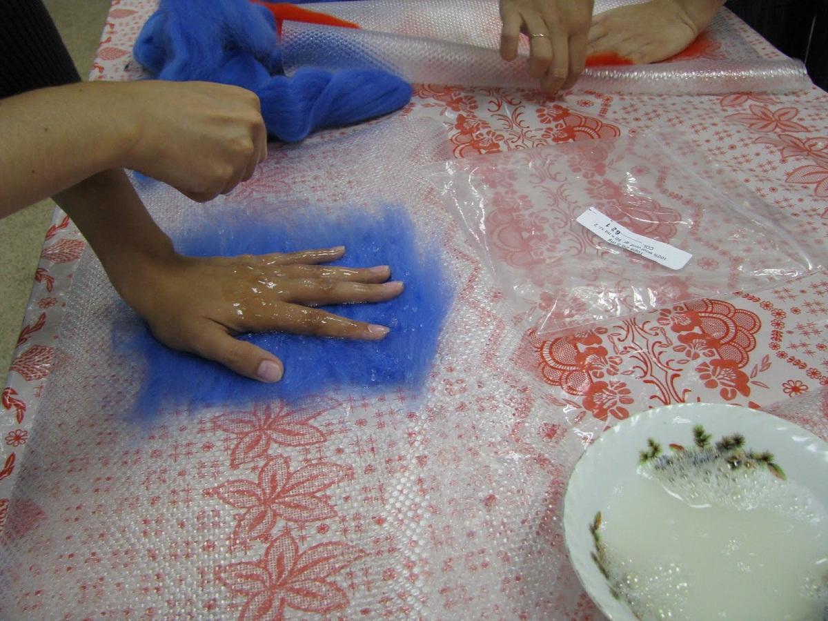 Изготавливать композиции в технике мокрого валяния будет интересно даже детям и пенсионерам