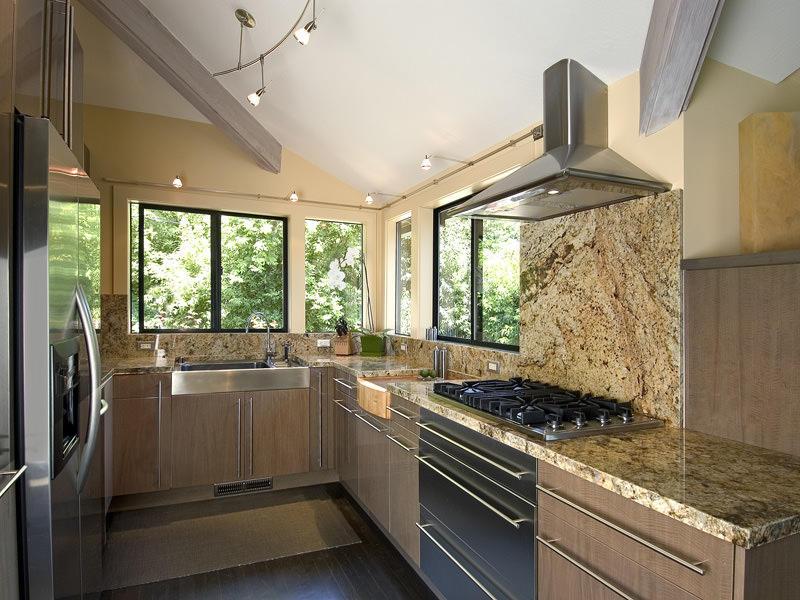 Использование камня на кухне - это не только очень стильно, но и практично