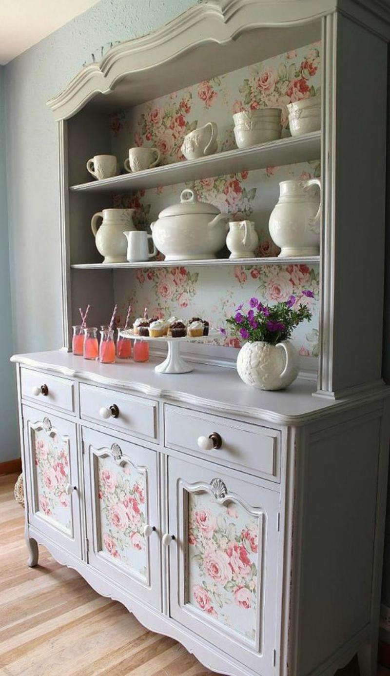 С помощью декупажа можно придать самой простой мебели изысканный, а самое главное - разнообразный стиль: от нежного романтического, до смелого авангарда
