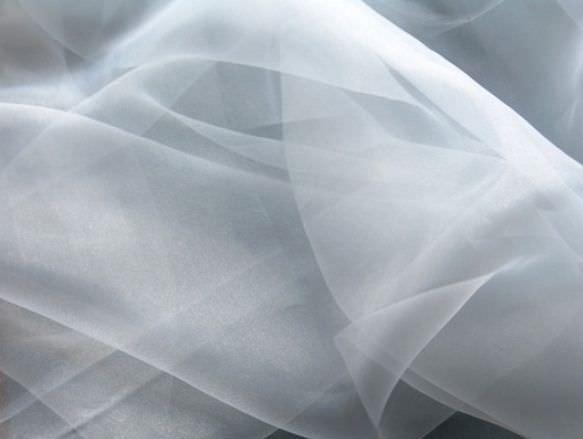 Завораживающий <strong>нордис</strong> эффект в декоративном оформлении окна может дать только гардина