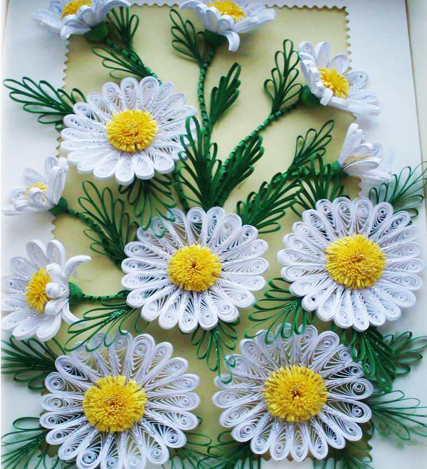 Для ромашек в технике квиллинг понадобится бумага белого и желтого цветов