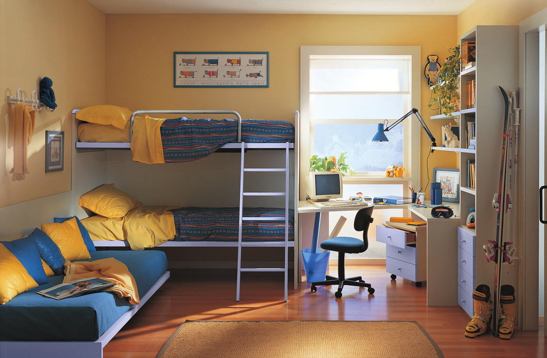 Для того чтобы комната была комфортной для мальчиков, в ней необходимо правильно зонировать свободное пространство