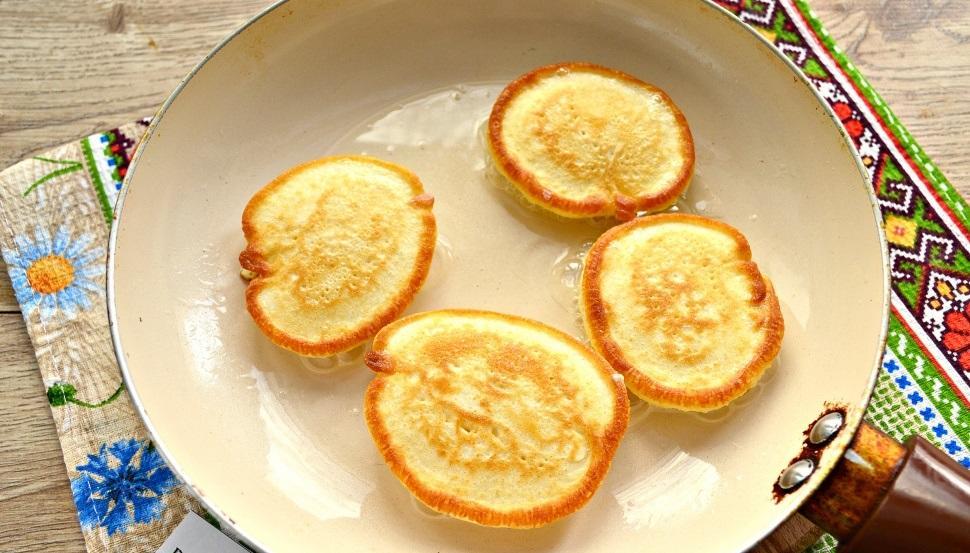 Оладьи из кислого молока: рецепт из прокисшего, оладушки на скисшем, фото как приготовить, на кисляке сделать