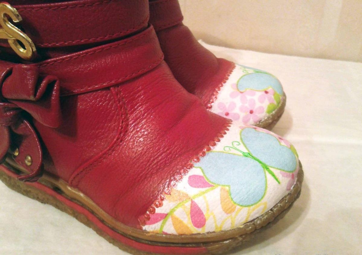 Все потертости на детской обуви можно скрыть при помощи декупажа