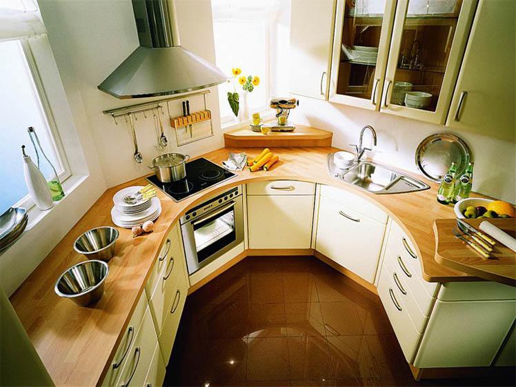 Если ваша кухня обладает нестандартной планировкой, то выход один - разработать индивидуальный проект, так как типовые гарнитуры здесь будут просто не к месту
