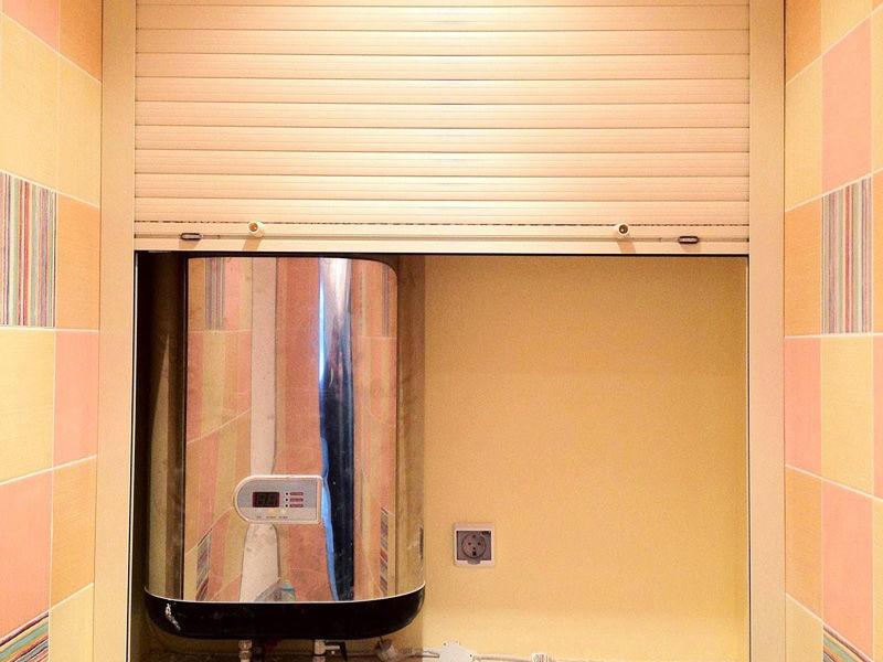 Установить роллеты в туалет можно самостоятельно, главное — сперва ознакомиться с инструкцией по их монтажу