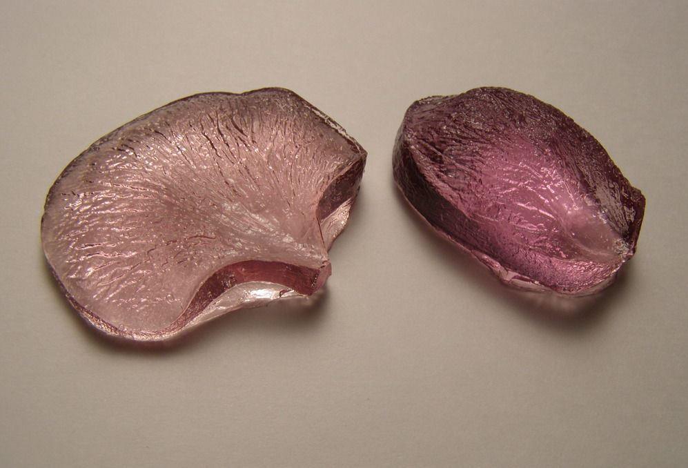 Для того чтобы изготовить молды для фоамирана, опытные рукодельницы советуют использовать полимерную глину