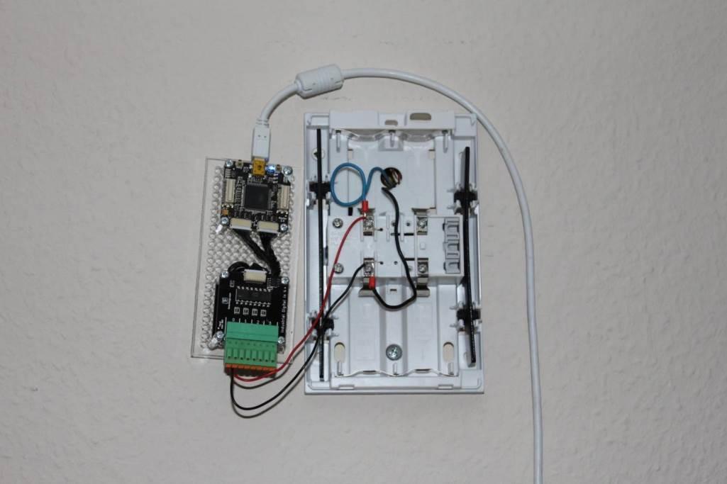 Изготовить дверной звонок можно своими руками, главное — продумать его конструкцию и схему подключения