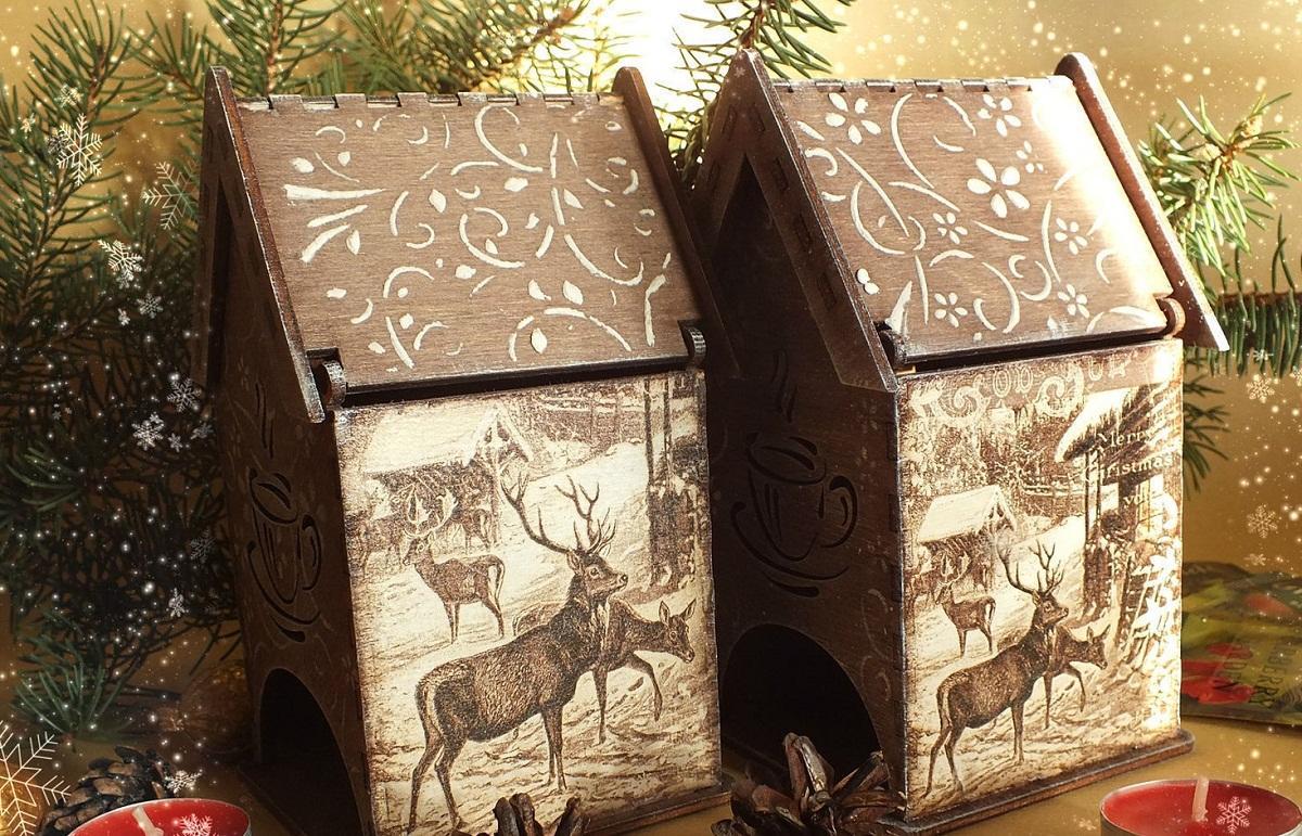 Чайный домик, оформленный с помощью техники декупаж в новогоднем стиле, станет отличным подарком на Новый год