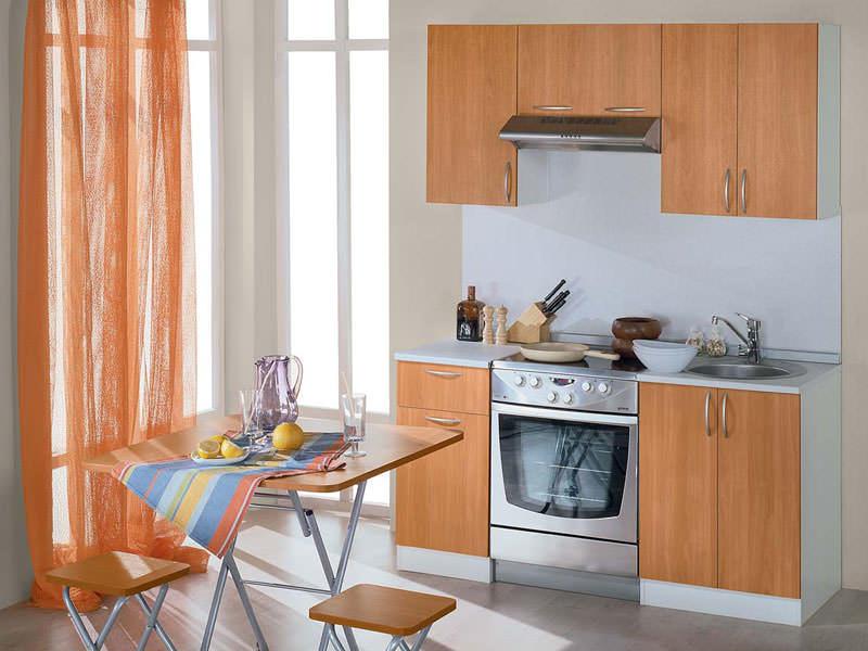 При подборе готового кухонного гарнитура эконом класса важно учитывать точные габариты мебели и размеры помещения