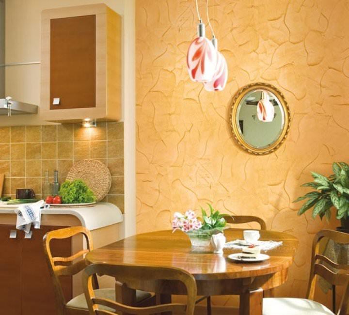Декоративная штукатурка на кухне может применяться для оформления отдельных функциональных зон или всего помещения в целом