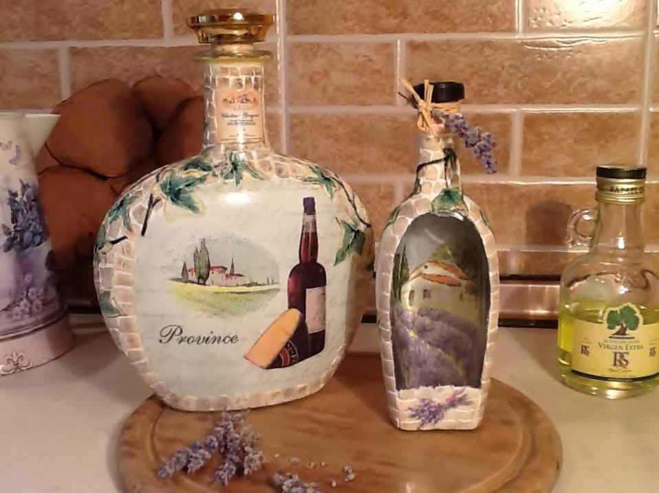 Если вы решили сделать декупаж бутылки, тогда особое внимание обязательно необходимо уделить горлышку сосуда, тщательно его декорируя