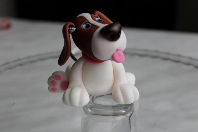 Для того чтобы сделать собаку из фоамирана, много материалов не потребуется