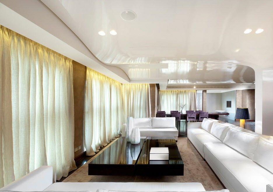 Наиболее популярными являются натяжные потолки с глянцевой поверхностью