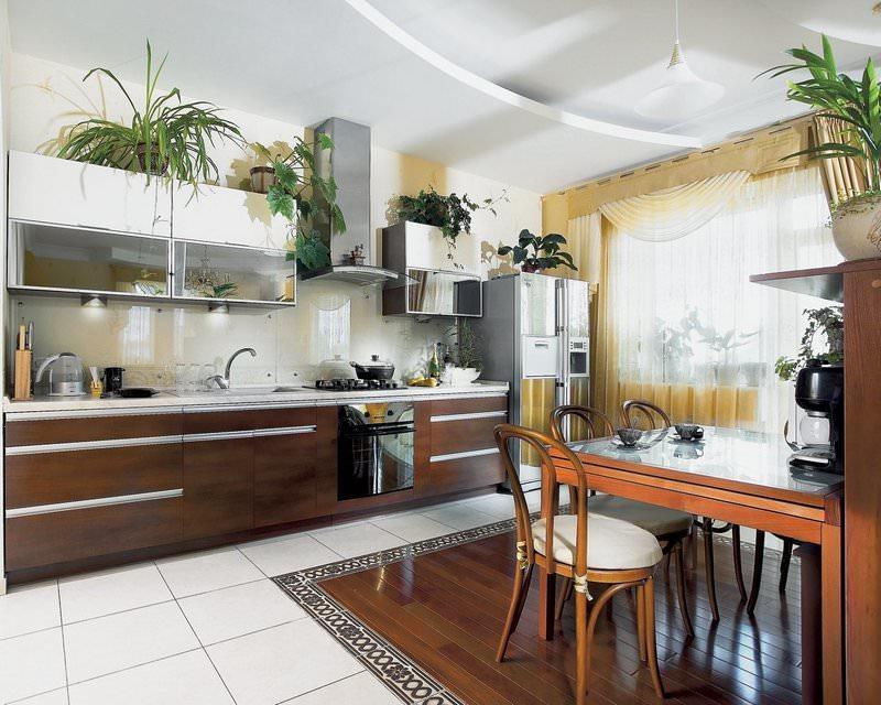 Комнатные растения можно разместить на верхних модулях кухонного гарнитура