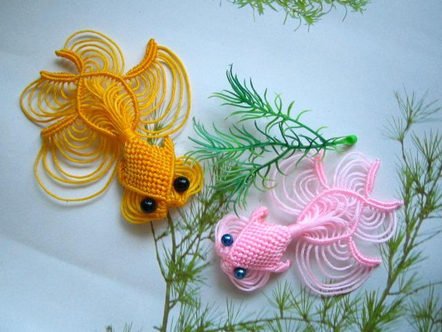Объемные игрушки макраме собираются из нескольких отдельно сплетенных частей