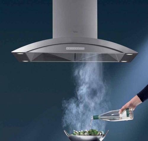 Вытяжная система на кухне соединяется с вентиляционной шахтой посредством трубы