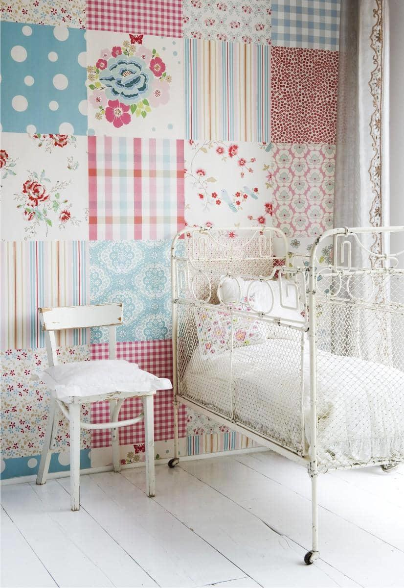 В детской комнате оригинально и красиво смотрятся стены, оформленные способом лоскутного комбинирования