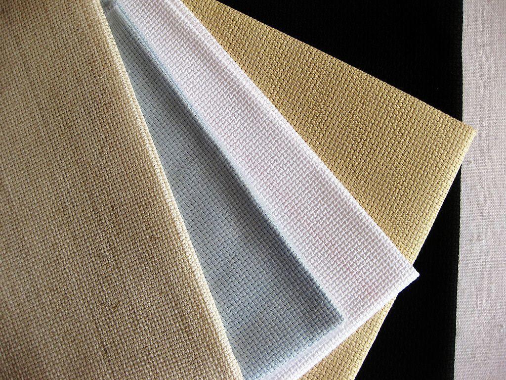Ткань для вышивания может быть разнообразна как по своей фактуре, так и по составу